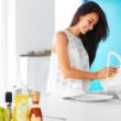Ekologiczne zmywanie naczyń w zlewie